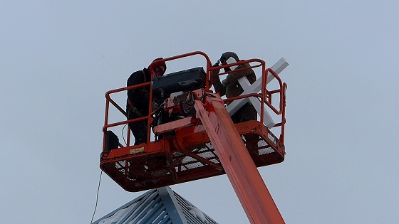 Installation of New Cross to Light Up Neighbourhood at Mount Olive Lutheran Church - Regina SK - Image 4